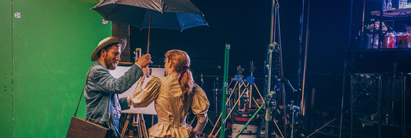 Small-Loving-Vincent-on-set-Eleanor-Tomlinson-and-Robert-Gulaczyk (1)